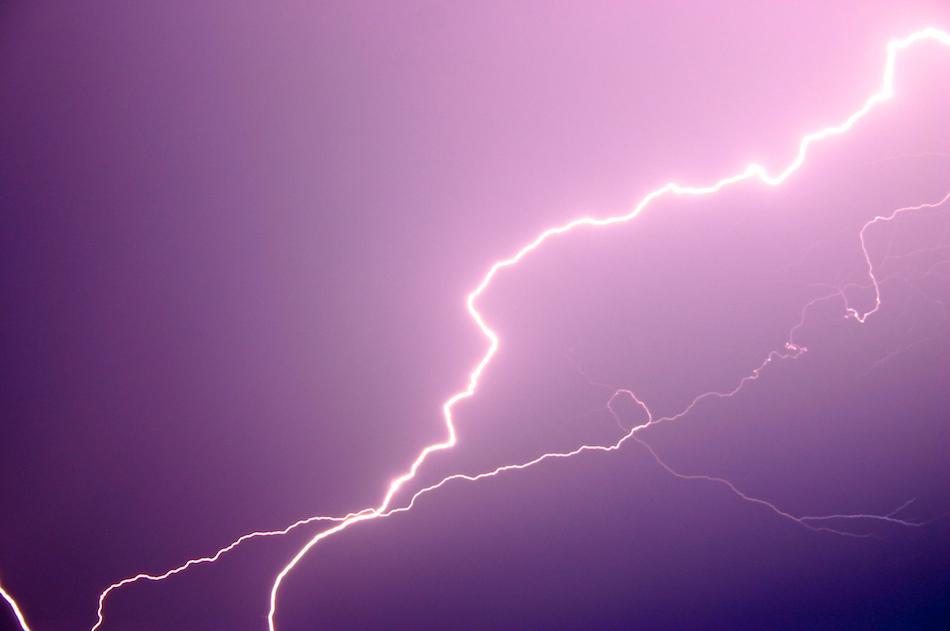 Fork Lightning [ EF-S 18-55mm ]