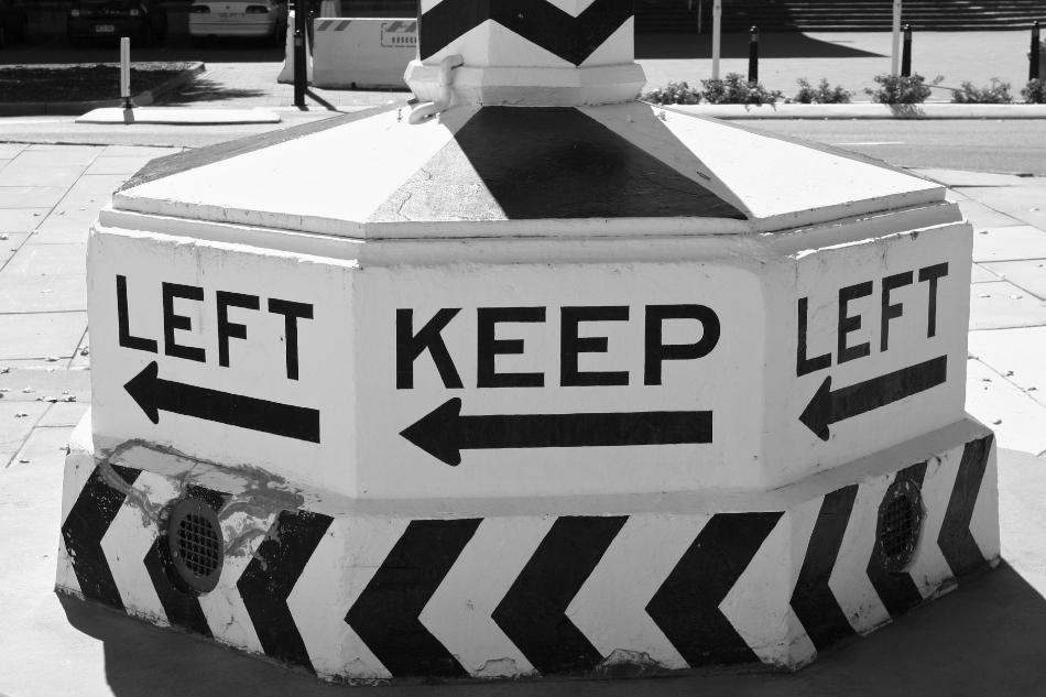 Left Keep Left [ EF 17-40mm 1:4 L ]