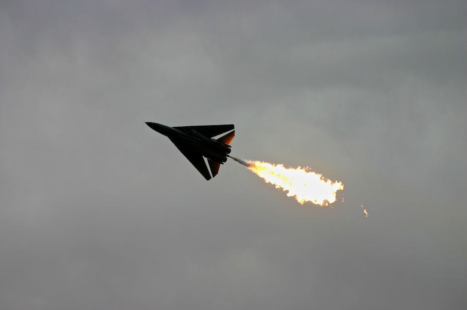 F-111 Flame [ EF 70-200mm 1:4 L ]