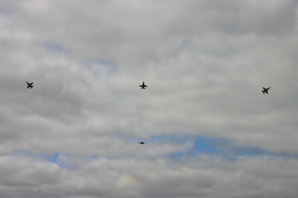 FA/18 Bomb Run [ EF 70-200mm 1:4 L ]