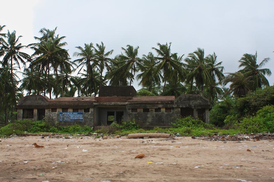 Beach Structures [ EF 28mm 1.8 ]