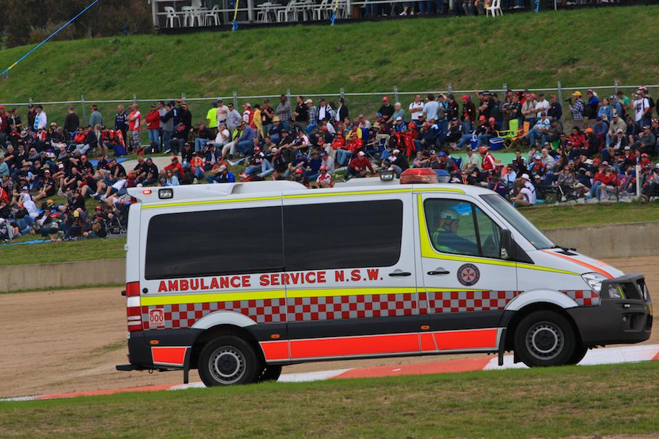 NSW Racing Ambulance [ EF 70-200mm 1:4 L ]