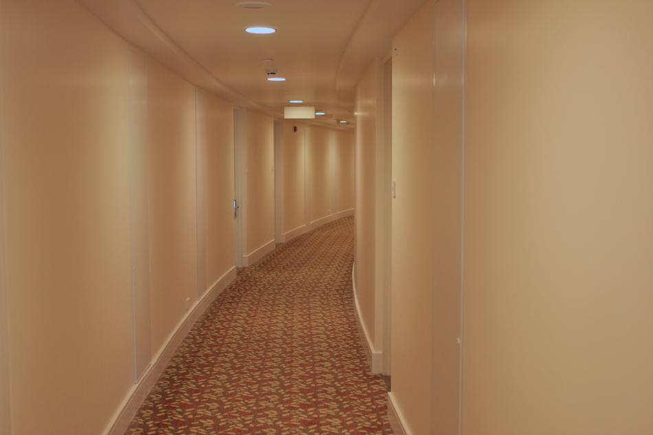 Hallway [ EF 28mm 1.8 ]