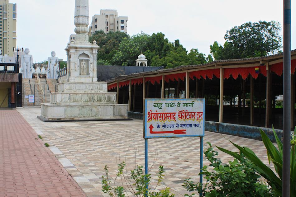 Hindu Temple [ EF 28mm 1.8 ]