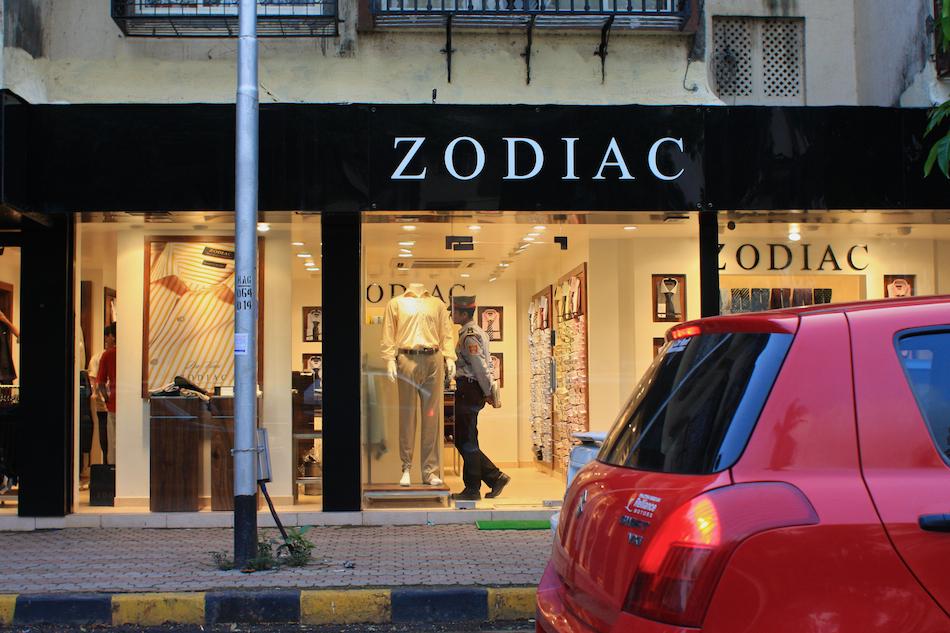 Man of the Zodiac [ EF 28mm 1.8 ]