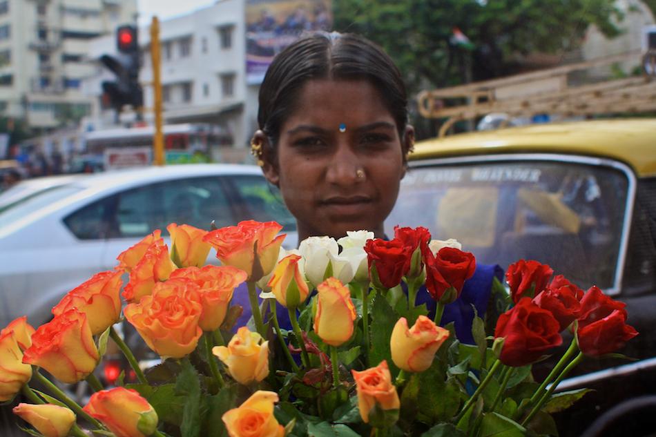 Flower Lady [ EF 28mm 1.8 ]