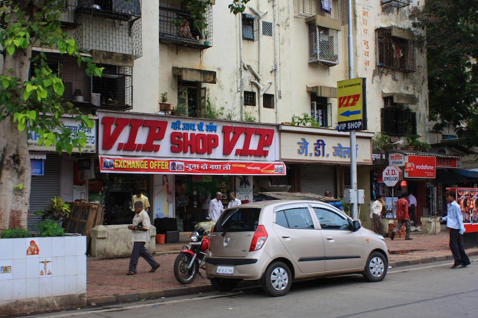 V.I.P. Shop [ EF 28mm 1.8 ]