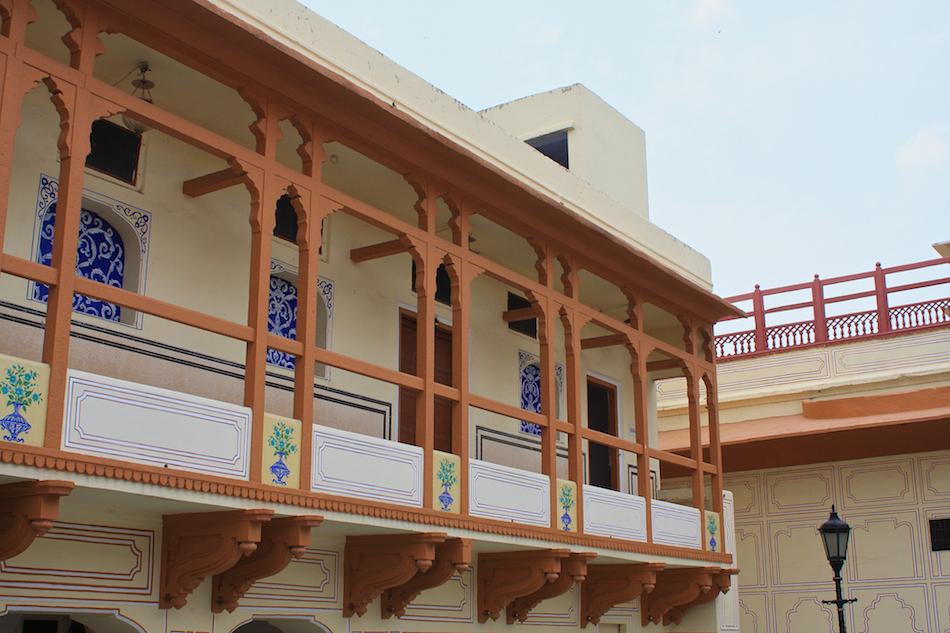 Palace Balcony [ EF 28mm 1.8 ]