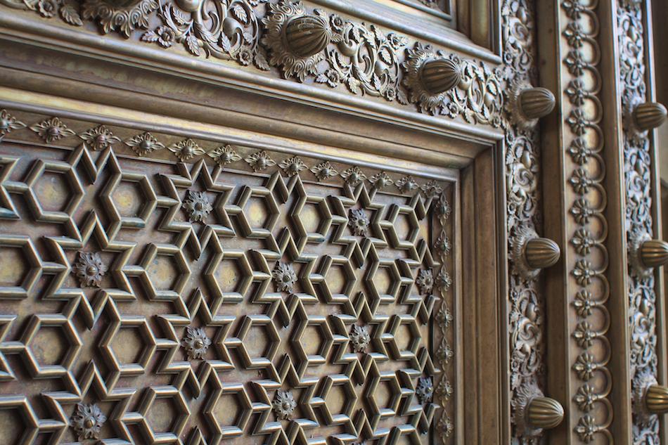 Palace Door [ EF 28mm 1.8 ]