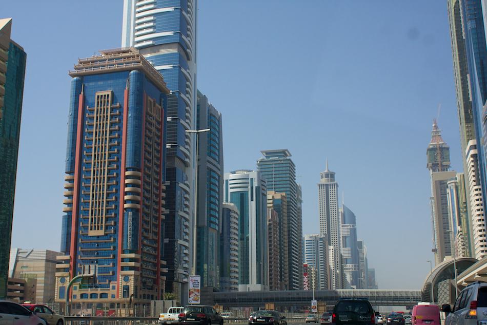 Buildings [ EF 28mm 1.8 ]