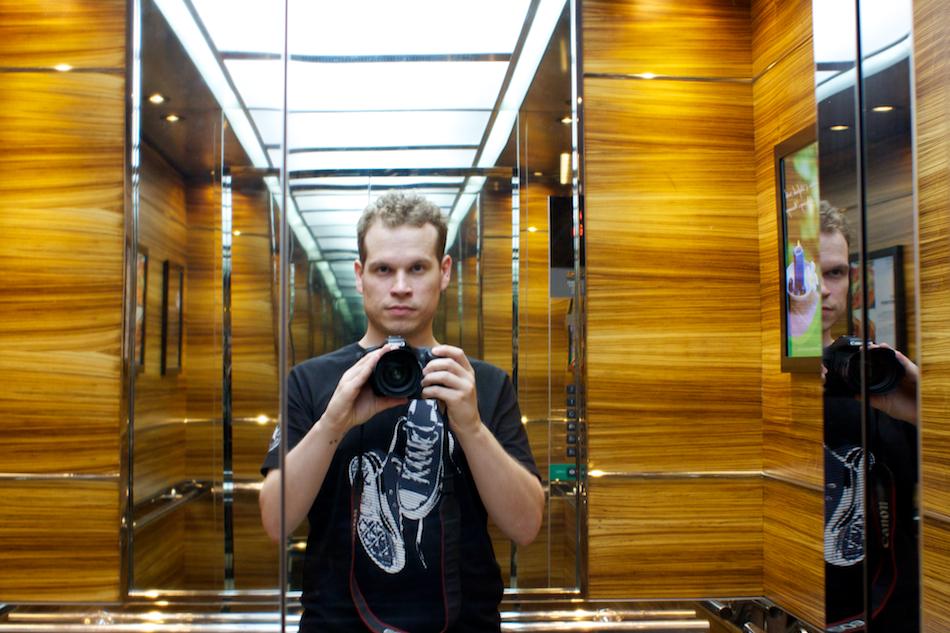 Lift Reflection [ EF 28mm 1.8 ]