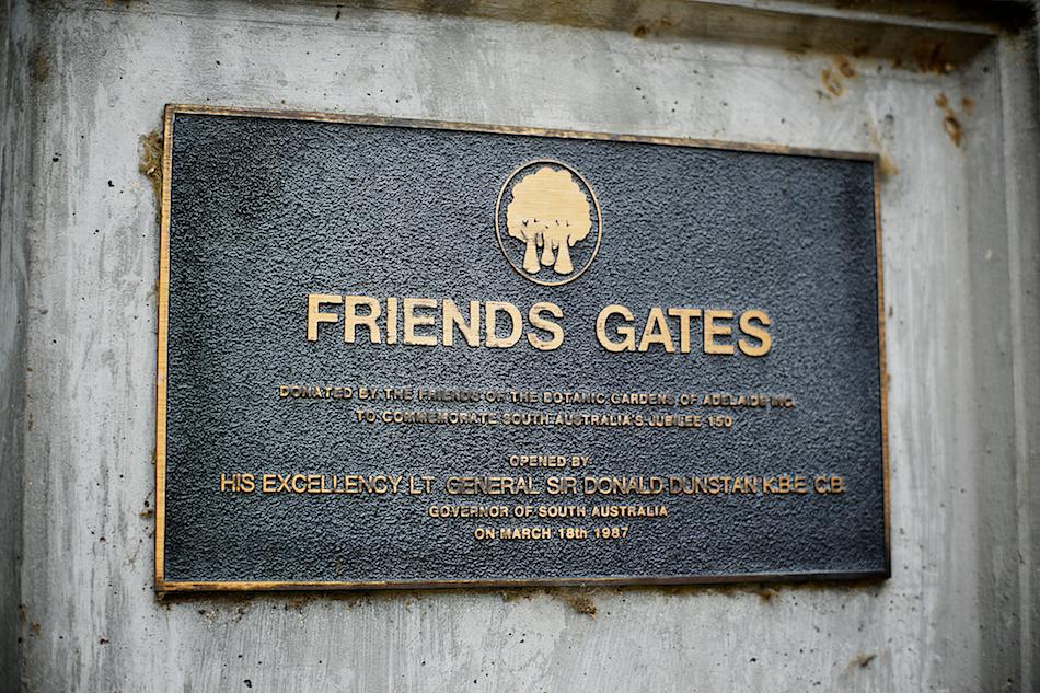Friends Gates [ Zeiss Planar T* 50mm 1.4 ZE ]
