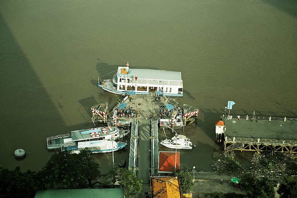 Saigon River Dock [ Zeiss Planar T* 50mm 1.4 ZE ]