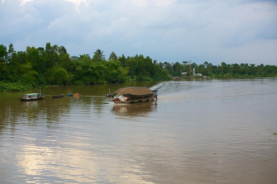 River Traffic [ Zeiss Planar T* 50mm 1.4 ZE ]