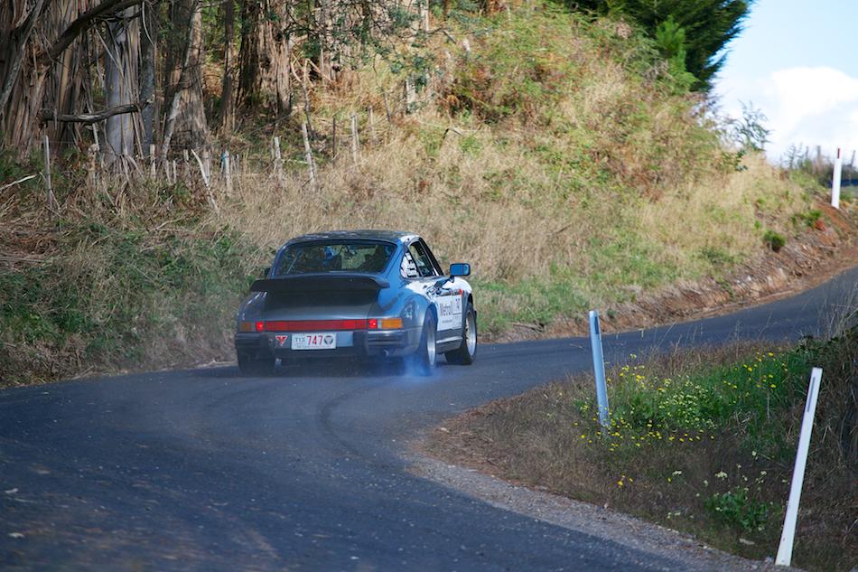 1987 Porsche 911 Carrera [ EF 70-200mm 1:4 L ]