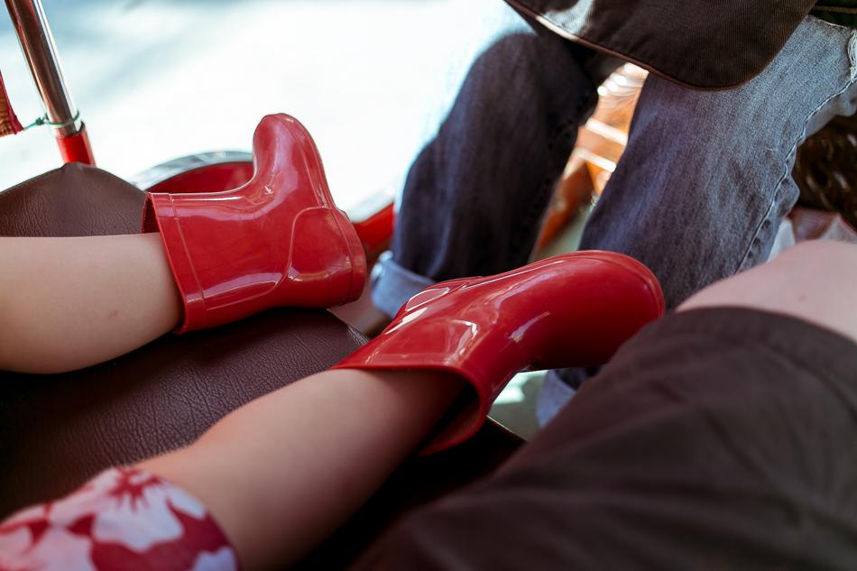 Little Red Boots [ EF 40mm 2.8 STM ]