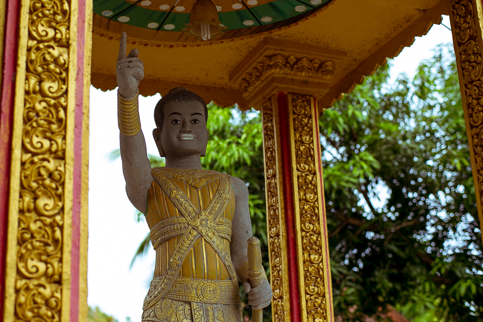 Statue at Cambodian Border Post [ Zeiss Planar T* 50mm 1.4 ZE ]