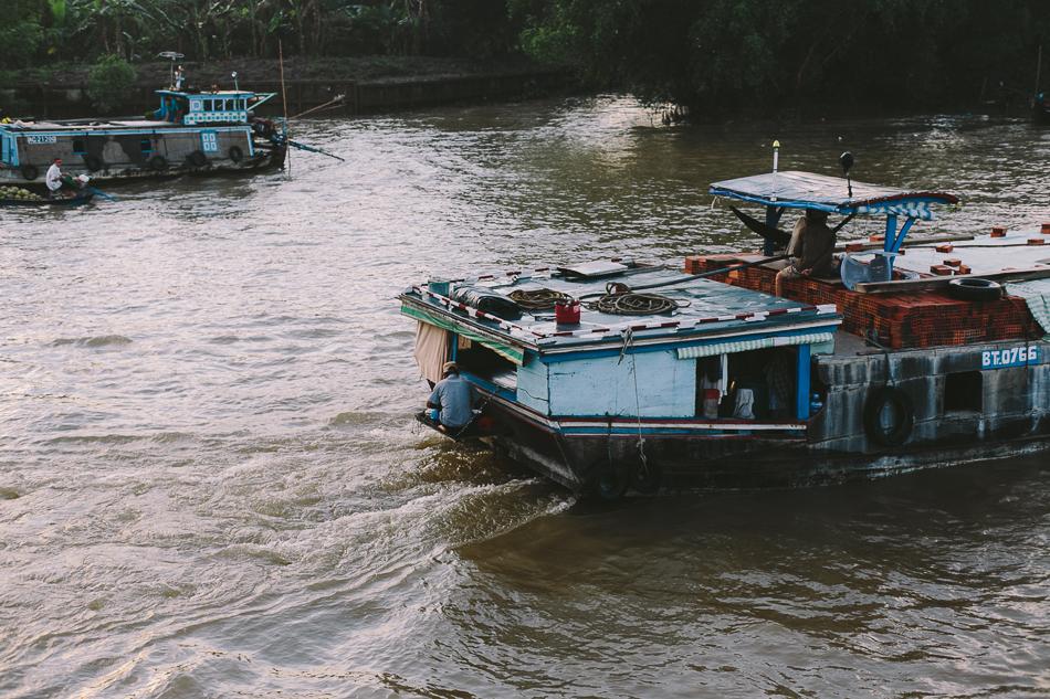 Floating Home [ Zeiss Planar T* 50mm 1.4 ZE ]