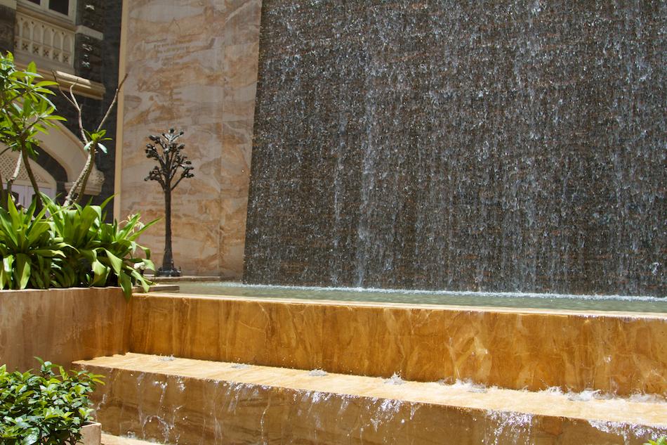 Lobby Fountain [ EF 24 - 105mm 1:4 L IS ]