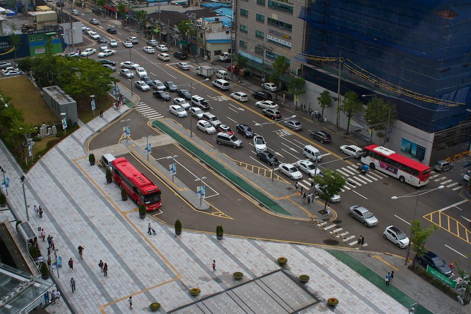 Traffic: Times Square, Seoul [ EF 28mm 1.8 ]