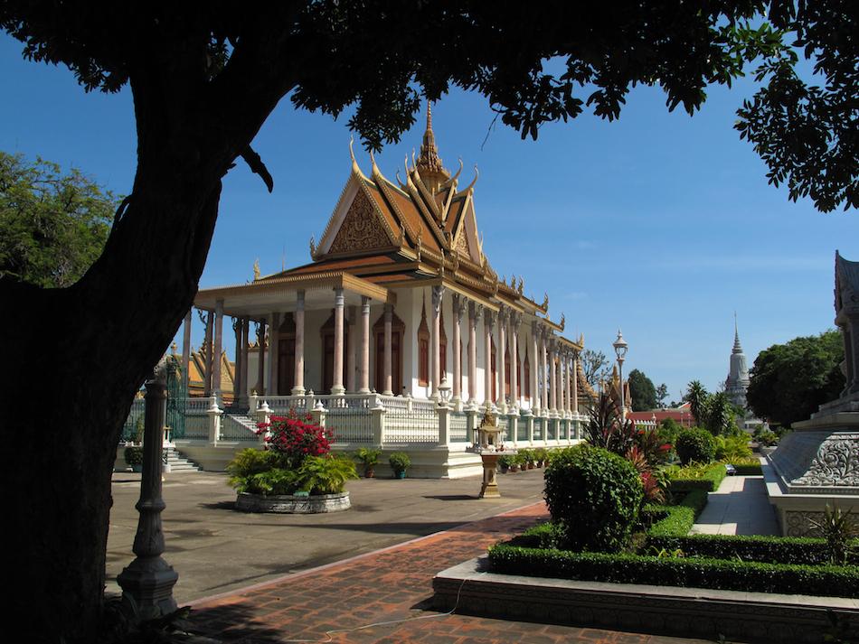 Wat Preah Keo Morokat (Silver Pagoda)
